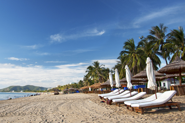 nha trang beach The most popular beach south of nha trang is bai dai or long beach bai dai is 21kms away and the water's dependably cleaner than nha trang's main beach bai dai is popular with local tourists and can get busy during summer holidays and on weekends.