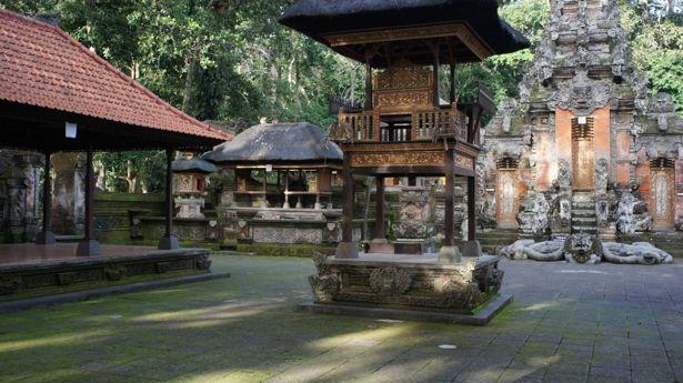 Pura dalem agung padangtegal temple ubud macaron magazine for 188 salon pasadena