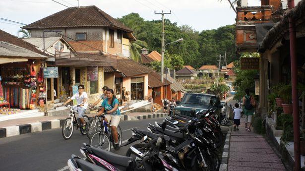 Strolling on Jalan Monkey Forest Ubud