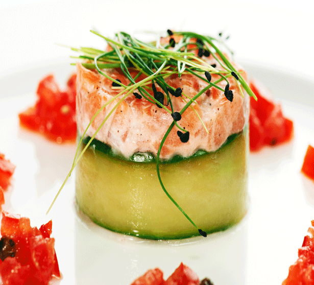 Easy Recipe: Creamy Salmon Tartare with Red Bell Pepper Relish