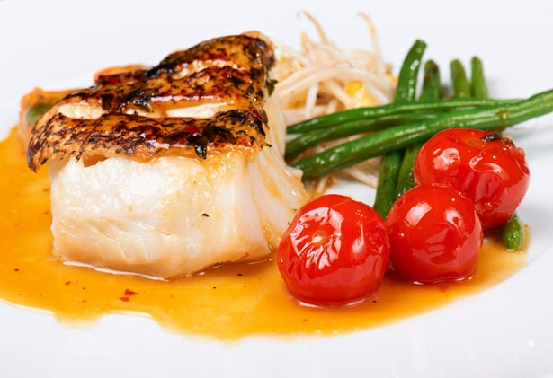 Easy Recipe: Seared Red Snapper with Green Beans and Tomatoes