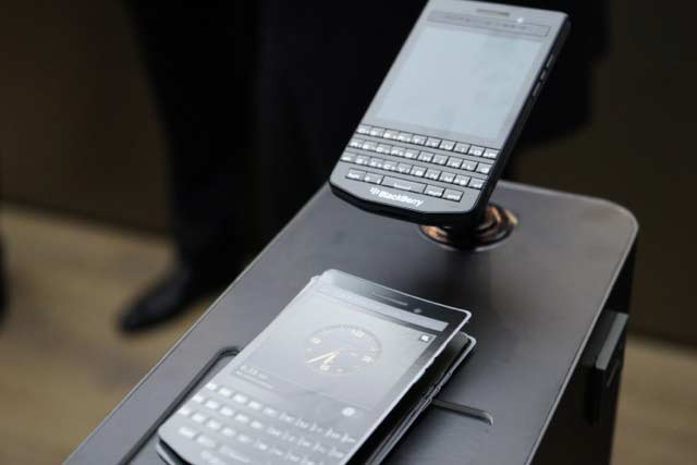 Porsche Design BlackBerry P9983 Graphite